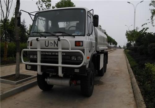 东风牌EQ2162GS六驱越野油罐车